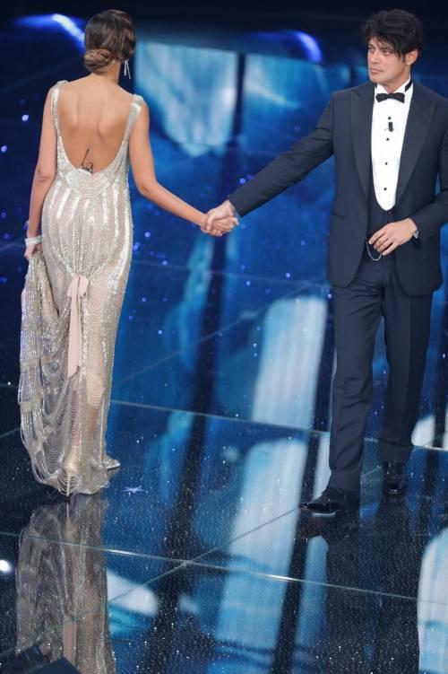 Sanremo 2016: gli abiti della prima serata 11