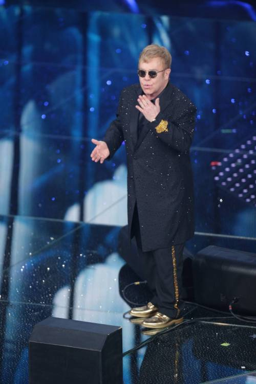 Sanremo 2016: gli abiti della prima serata 15