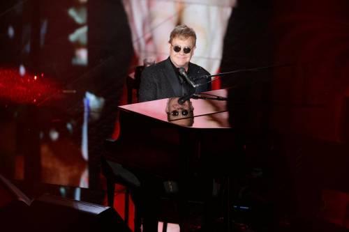 Sanremo 2016: gli abiti della prima serata 16