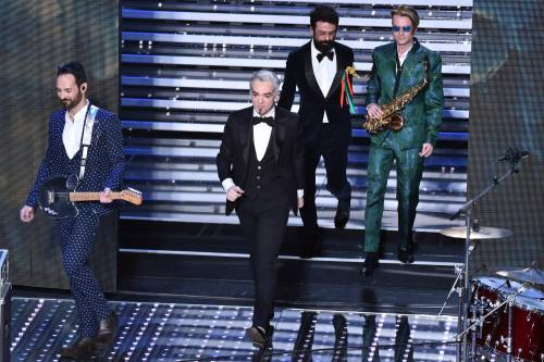 Sanremo 2016: gli abiti della prima serata 25