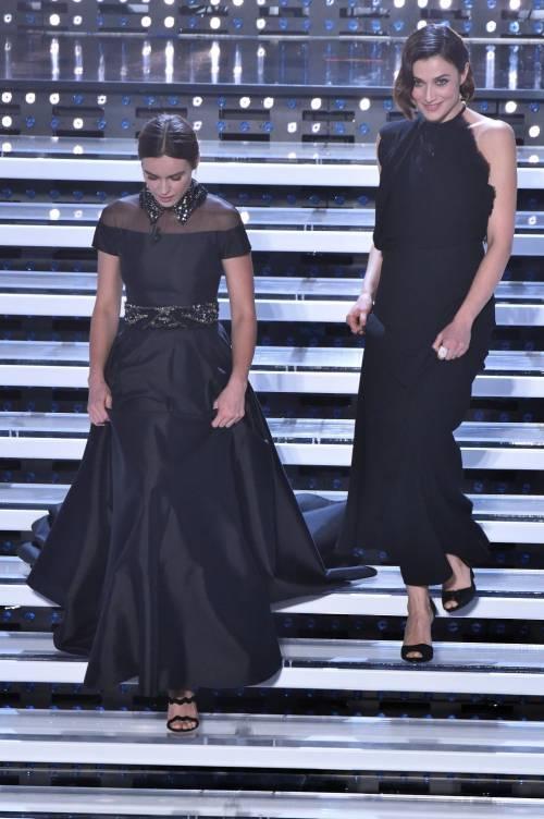 Sanremo 2016: gli abiti della prima serata 26