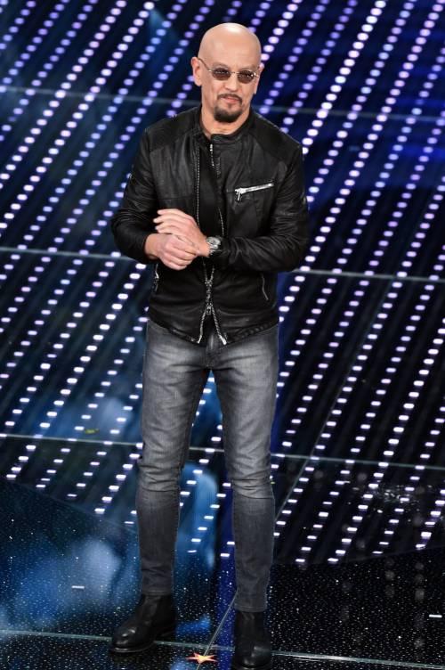 Sanremo 2016: gli abiti della prima serata 35