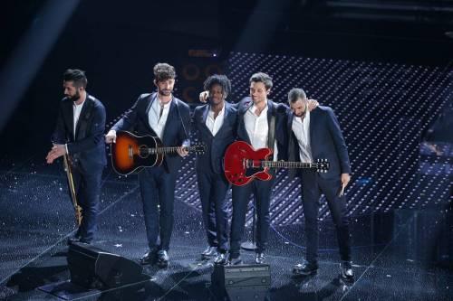 Sanremo 2016: gli abiti della prima serata 37
