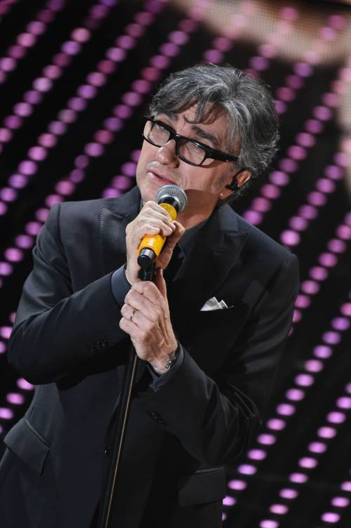 Sanremo 2016: gli abiti della prima serata 44