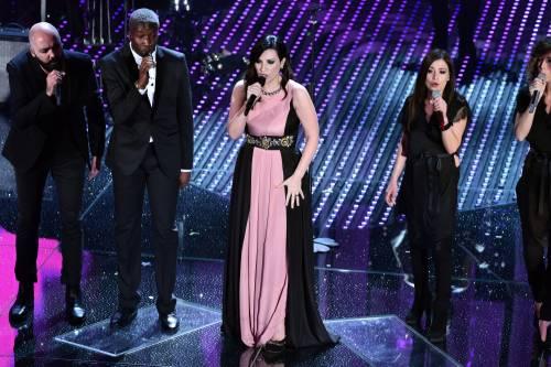 Sanremo 2016: gli abiti della prima serata 54