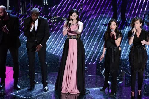 Sanremo 2016: gli abiti della prima serata 41