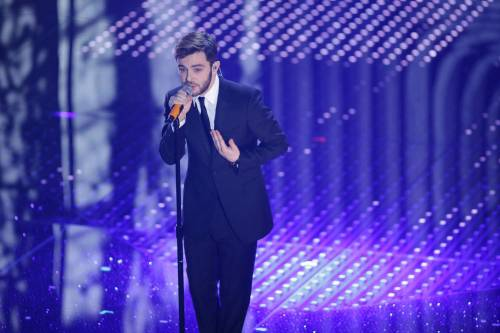 Sanremo 2016: gli abiti della prima serata 75
