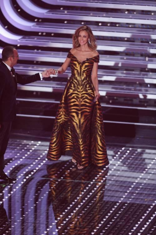 Sanremo 2016: gli abiti della prima serata 61