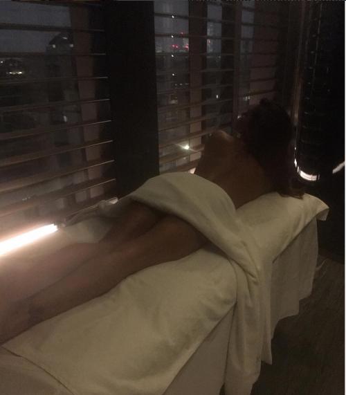 Belen Rodriguez lascia senza fiato: nuda per un massaggio 2