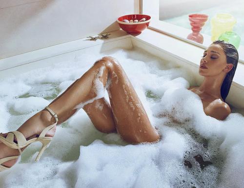 Belen Rodriguez lascia senza fiato: nuda per un massaggio 3