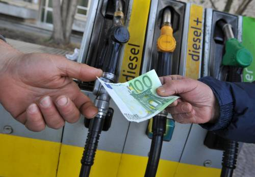 Dal primo luglio nuove regole sul pagamento dei carburanti