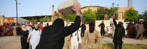 Isis, brutale esecuzione: adultere lapidate in piazza