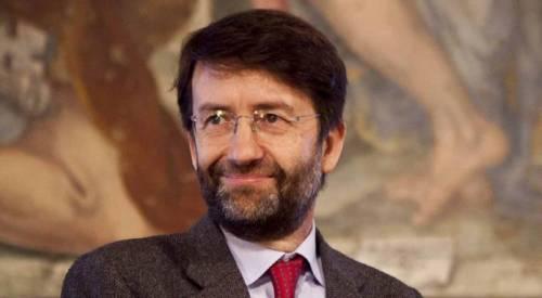 Nuovo crollo a Pompei, ma nessuno osa criticare Franceschini