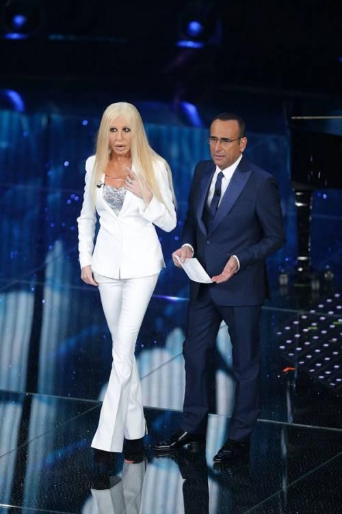 """Virginia Raffaele si """"trasforma"""" in Donatella Versace: le foto 9"""