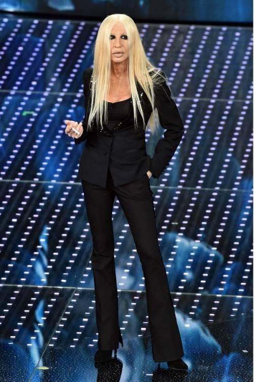 """Virginia Raffaele si """"trasforma"""" in Donatella Versace: le foto 12"""