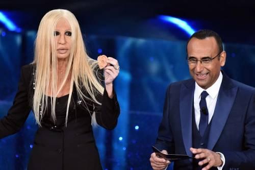 """Virginia Raffaele si """"trasforma"""" in Donatella Versace: le foto 11"""