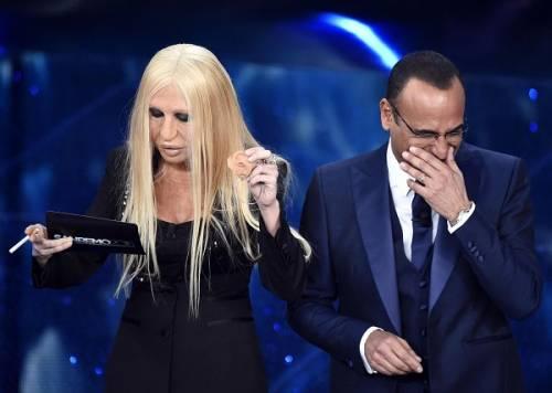 """Virginia Raffaele si """"trasforma"""" in Donatella Versace: le foto 13"""