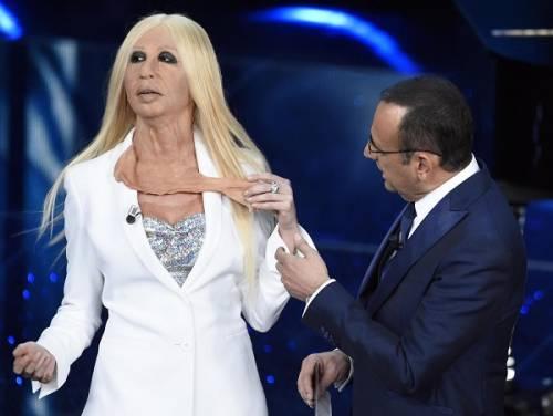 """Virginia Raffaele si """"trasforma"""" in Donatella Versace: le foto 16"""