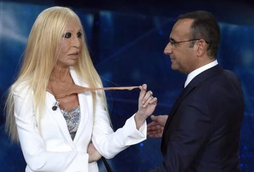 """Virginia Raffaele si """"trasforma"""" in Donatella Versace: le foto 17"""