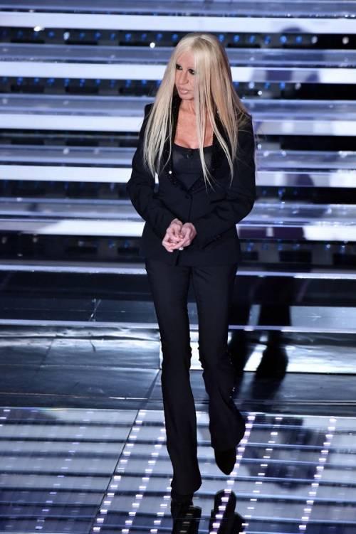 """Virginia Raffaele si """"trasforma"""" in Donatella Versace: le foto 18"""
