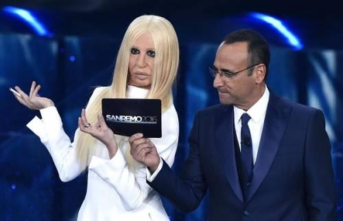"""Virginia Raffaele si """"trasforma"""" in Donatella Versace: le foto 19"""