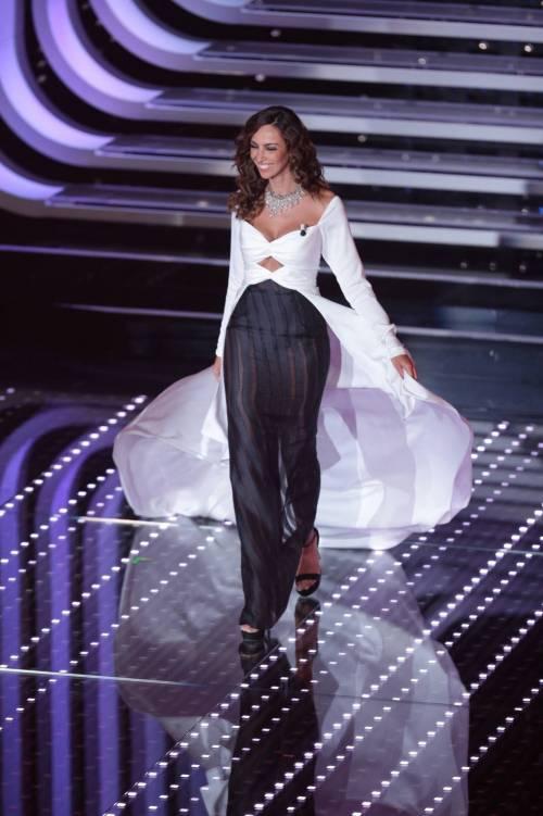 Madalina Ghenea, i sexy abiti a Sanremo 2016 14