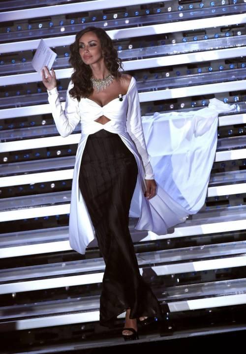 Madalina Ghenea, i sexy abiti a Sanremo 2016 23