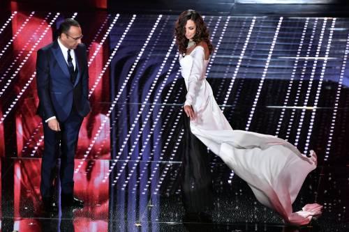 Madalina Ghenea, i sexy abiti a Sanremo 2016 35