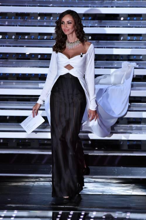 Madalina Ghenea, i sexy abiti a Sanremo 2016 36