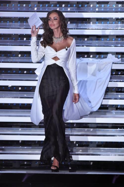 Madalina Ghenea, i sexy abiti a Sanremo 2016 21