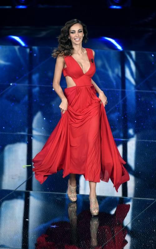 Madalina Ghenea, i sexy abiti a Sanremo 2016 18