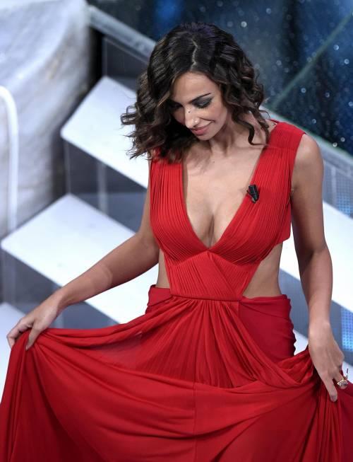 Madalina Ghenea, i sexy abiti a Sanremo 2016 22