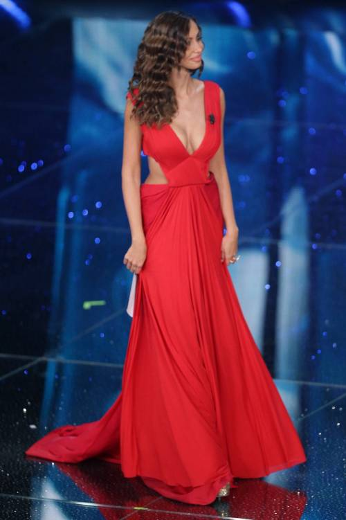 Madalina Ghenea, i sexy abiti a Sanremo 2016 25
