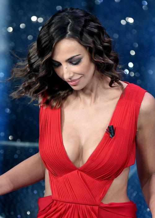 Madalina Ghenea, i sexy abiti a Sanremo 2016 31