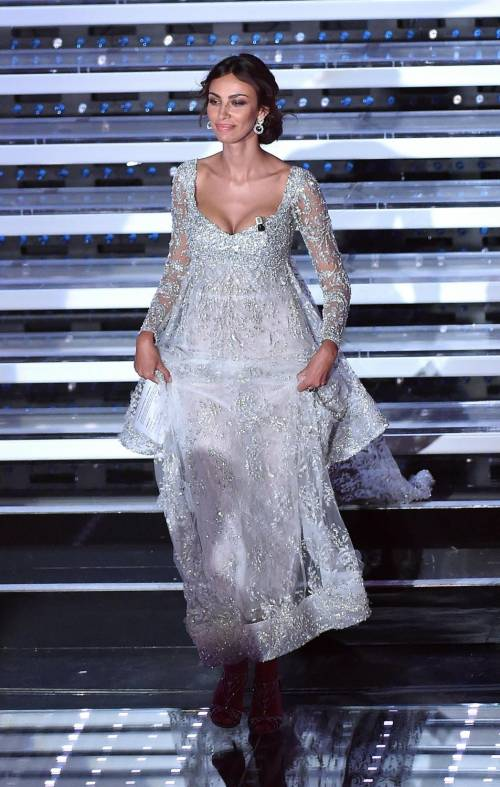Madalina Ghenea, i sexy abiti a Sanremo 2016 61