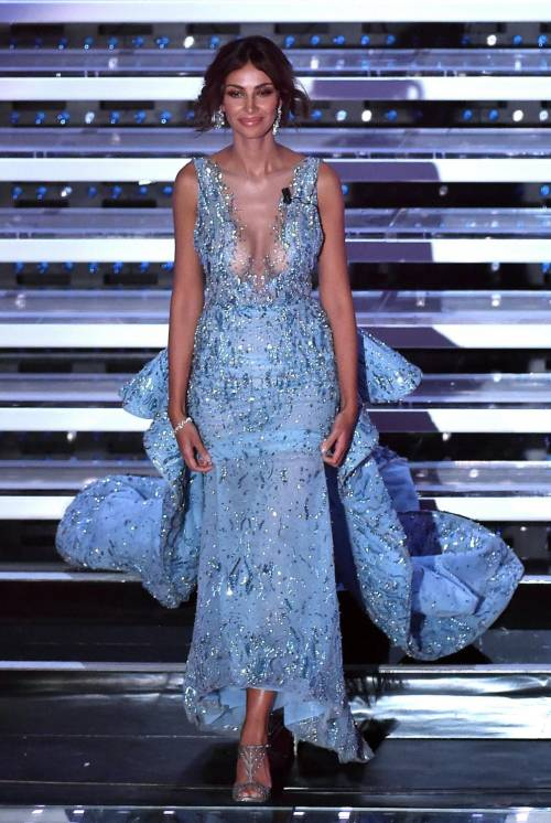 Madalina Ghenea, i sexy abiti a Sanremo 2016 15