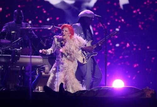 Lady Gaga: capelli rosso fuoco per i Grammy 2016. Foto 19