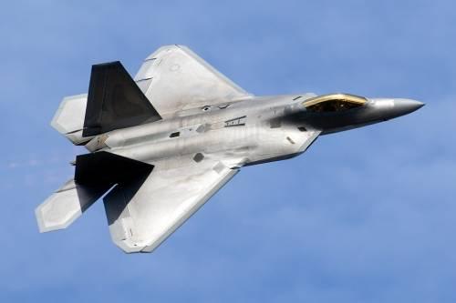 Gli Usa riducono i raid in Siria, in pattugliamento solo gli F-22