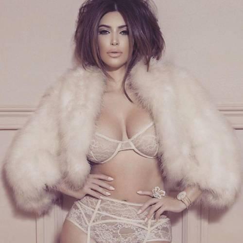 Kim Kardashian: ecco com'è il lato A da red carpet 9