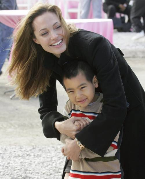 """Angelina Jolie: """"non ho mai pensato a me stessa come a una madre"""". Le foto 3"""