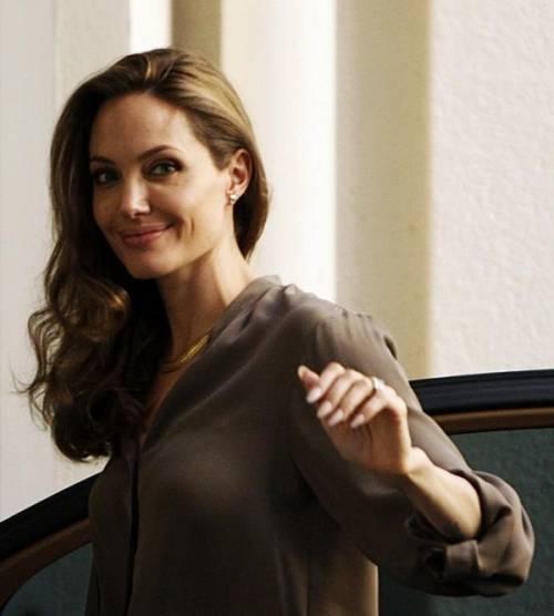 """Angelina Jolie: """"non ho mai pensato a me stessa come a una madre"""". Le foto 5"""