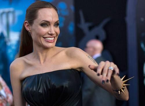 """Angelina Jolie: """"non ho mai pensato a me stessa come a una madre"""". Le foto 6"""