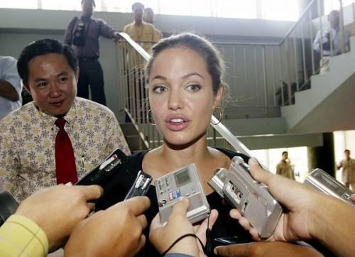 """Angelina Jolie: """"non ho mai pensato a me stessa come a una madre"""". Le foto 8"""
