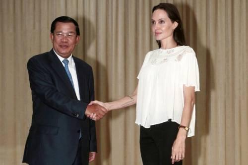"""Angelina Jolie: """"non ho mai pensato a me stessa come a una madre"""". Le foto 9"""