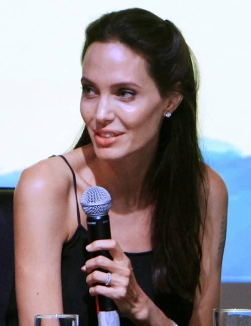 """Angelina Jolie: """"non ho mai pensato a me stessa come a una madre"""". Le foto 12"""