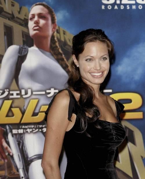"""Angelina Jolie: """"non ho mai pensato a me stessa come a una madre"""". Le foto 10"""