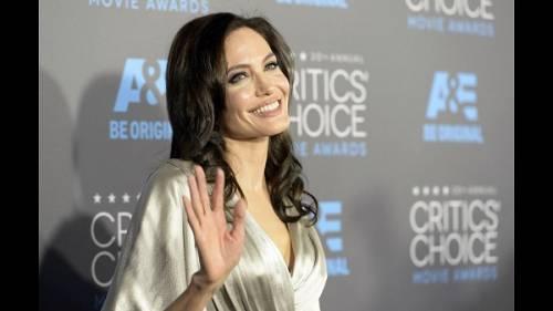 """Angelina Jolie: """"non ho mai pensato a me stessa come a una madre"""". Le foto 15"""