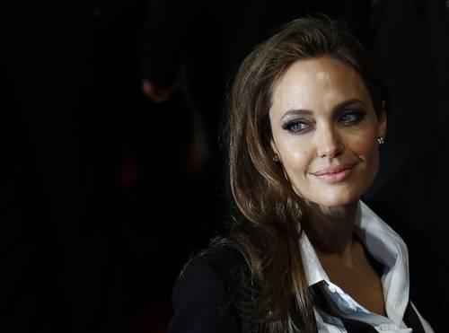 """Angelina Jolie: """"non ho mai pensato a me stessa come a una madre"""". Le foto 14"""