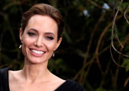 """Angelina Jolie: """"non ho mai pensato a me stessa come a una madre"""". Le foto 4"""