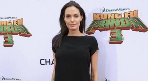 """Angelina Jolie: """"non ho mai pensato a me stessa come a una madre"""". Le foto 16"""